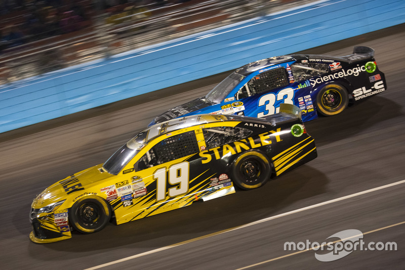 Carl Edwards, Joe Gibbs Racing Toyota, und Ryan Ellis