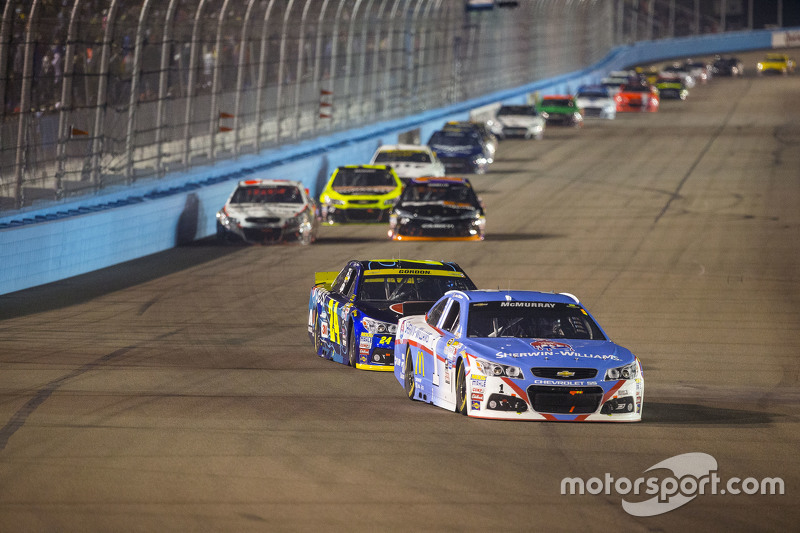 Jamie McMurray, Chip Ganassi Racing Chevrolet; Jeff Gordon, Hendrick Motorsports Chevrolet