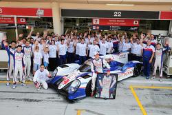Александр Вурц, Toyota Racing и команда празднуют окончание его карьеры