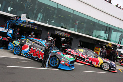 Mark Winterbottom, Prodrive Racing Australia, Ford; Craig Lowndes, Triple Eight Race Engineering, Ho