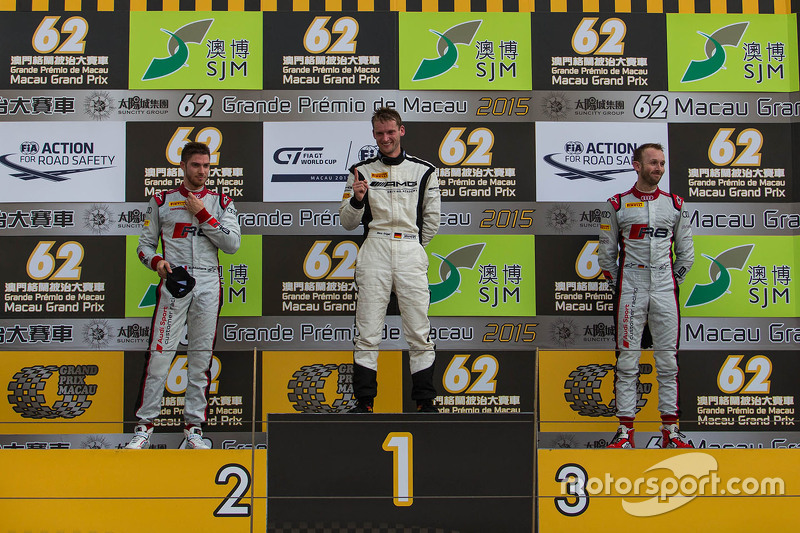 Podium: 1. Maro Engel, Mercedes AMG Driving Academy; 2. Edoardo Mortara, Audi Sport Team Phoenix; 3.