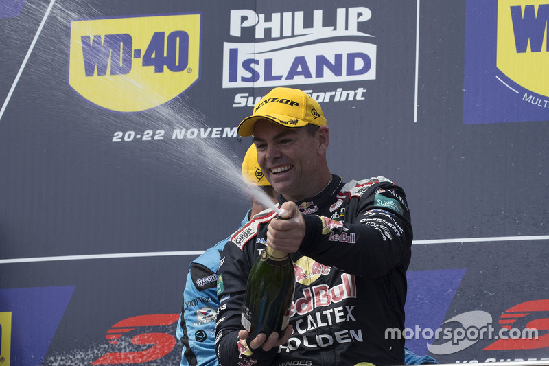 Podium: 1. Craig Lowndes, Triple Eight Race Engineering, Holden, feiert mit Champagner