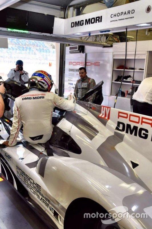 Montoya entrando no Porsche