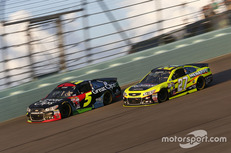 Kasey Kahne, Hendrick Motorsports Chevrolet; Paul Menard, Richard Childress Racing Chevrolet
