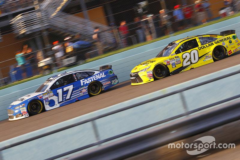 Ricky Stenhouse Jr., Roush Fenway Racing Ford; Matt Kenseth, Joe Gibbs Racing Toyota