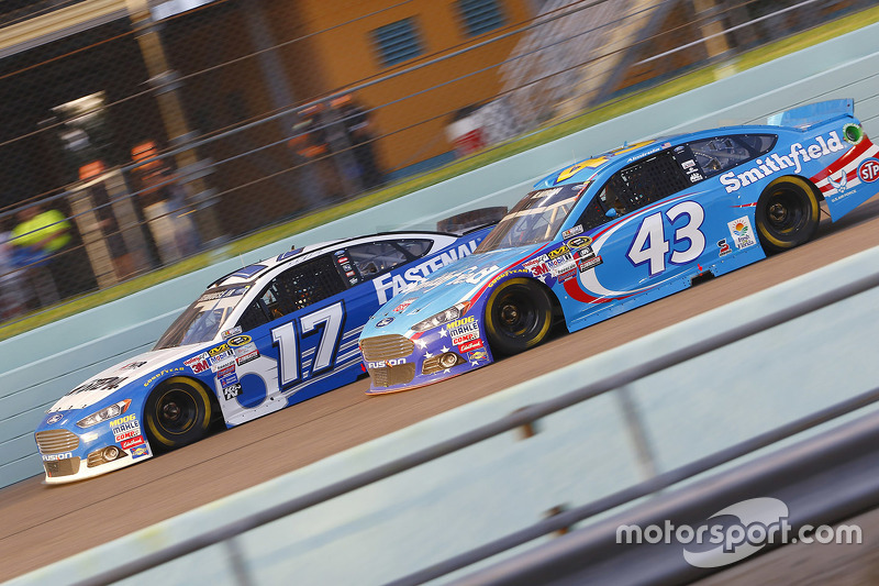 Ricky Stenhouse Jr., Roush Fenway Racing Ford; Aric Almirola, Richard Petty Motorsports Ford