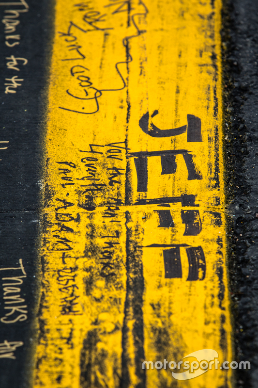 Fans schrijven berichten voor Jeff Gordon, Hendrick Motorsports Chevrolet
