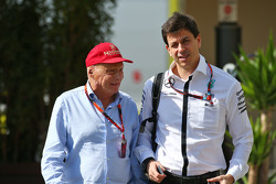 Niki Lauda, Mercedes Non-Executive Chairman met Toto Wolff, Mercedes AMG F1 aandeelhouder en Executi
