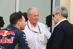 Christian Horner, Red Bull Racing, Teamchef, mit Dr. Helmut Marko, Red Bull, Motorsport-Berater, und Jerome Stoll, Renault Sport F1, Präsident