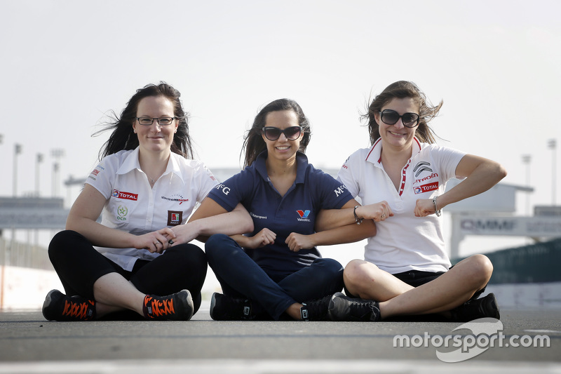 Julie Berthelot, Sébastien Loeb Racing; Francesca Valdani, Roal Motorsport; Claire Magnant, Citroën World Touring Team