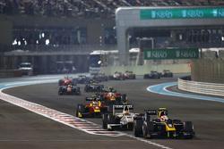 Alex Lynn, DAMS leads Rio Haryanto, Campos Racing and Alexander Rossi, Racing Engineering