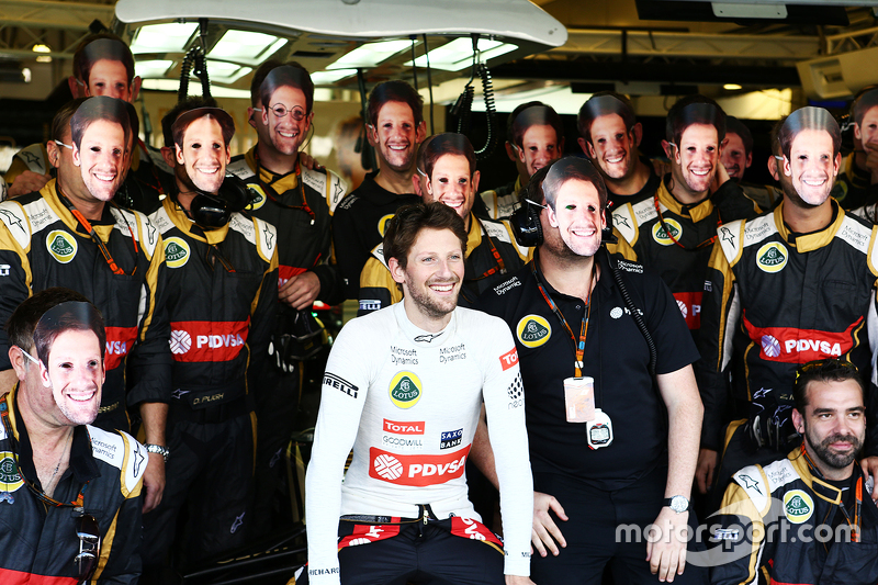 Romain Grosjean, Lotus F1 Team at a team photograph