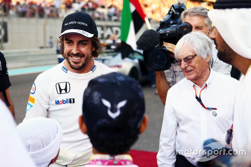Fernando Alonso, McLaren, mit Bernie Ecclestone, in der Startaufstellung