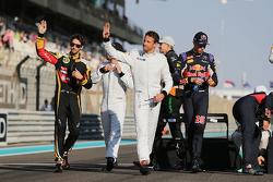 Jenson Button, McLaren and Romain Grosjean, Lotus F1 Team on the drivers parade