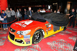 Dale Earnhardt Jr., Hendrick Motorsports Chevrolet with new Axalta paint scheme