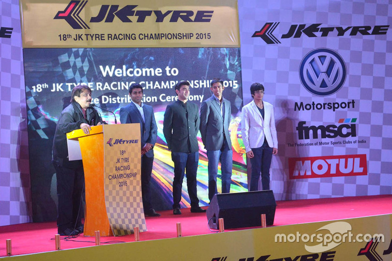 Sanjay Sharma, Head of JK Motorsport with Karun Chandhok, Armaan Ebrahim, Aditya Patel and Arjun Maini