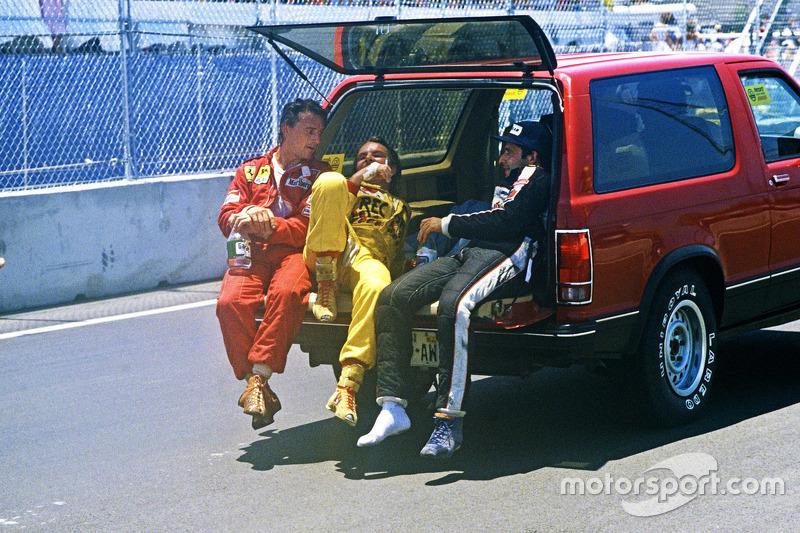 Juara balapan Keke Rosberg, Williams, peringkat kedua René Arnoux, Ferrari, peringkat ketiga Elio de