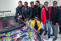 Ben Levy, Tyson Beckford, Steve Hawthorne, Neil Handler ve arkadaşları Ferrari F430 önünde poz