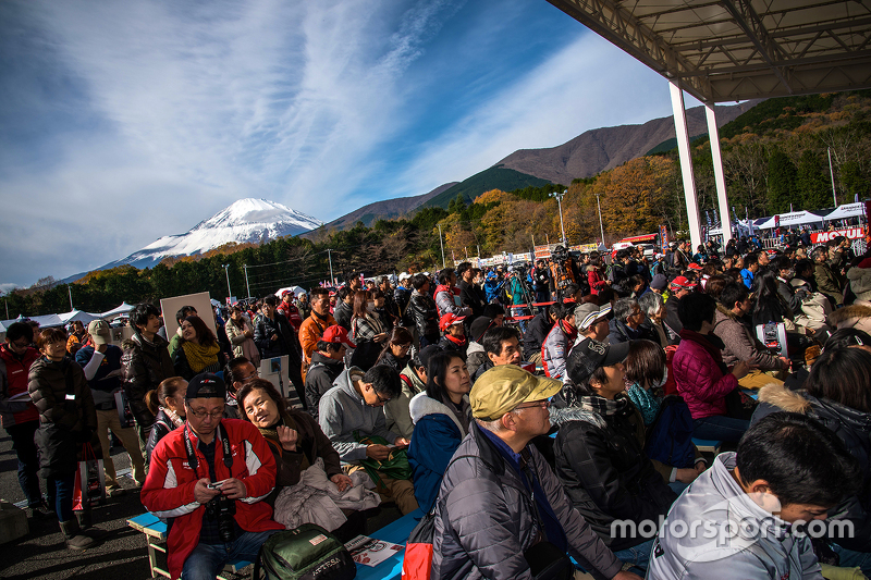 Fans at Nismo Festival at Fuji Speedway