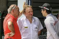 Johnny Echevarría (padre), Marcos Jakos (titular del equipo) y Camilo Echevarría, Coiro Dole Racing Torino