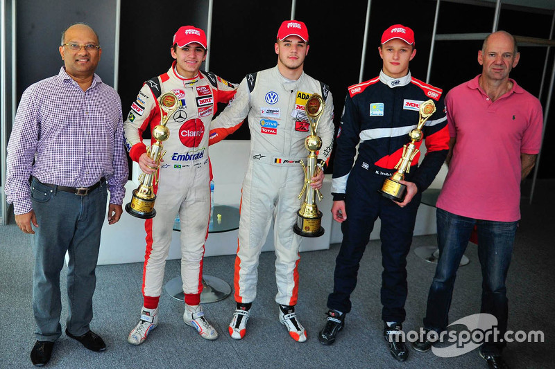 Kazanan Alessio Picariello, ikinci Pietro Fittipaldi, üçüncü Nikita Troitskiy ve Adrian Newey