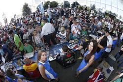 Tom Chilton, ROAL Motorsport dengan grid girl