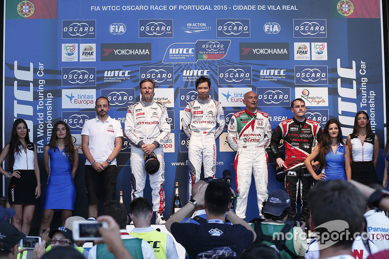 Podium: race winner Ma Qing Hua, Citroën World Touring Car team, second place Yvan Muller, Citroën W