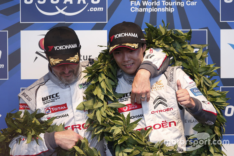 Podium: race winner Ma Qing Hua, Citroën World Touring Car team, second place Yvan Muller, Citroën World Touring Car team, third place Gabriele Tarquini, Honda Racing Team JAS