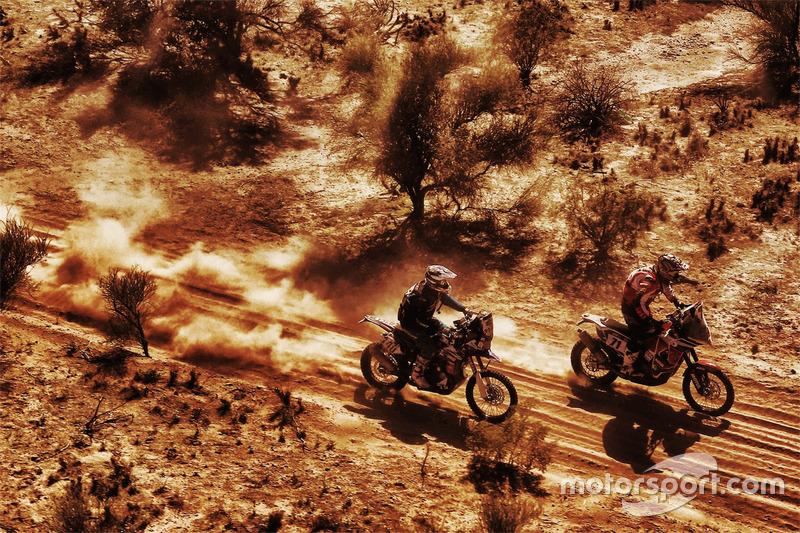 #71 KTM: Jun Mitsuhashi y #40 KTM: Jurgen van den Goorbergh