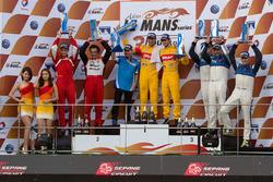 LMP2-подіум: переможці - Сен Гелаел, Андоніо Джовінадзі, Ягонья Аяm, Eurasia, друге місце - Ніколас