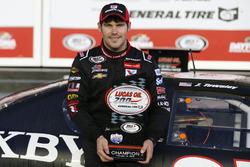 El ganador de la carrera, John Wes Townley