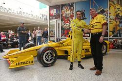 Элио Кастроневес, Team Penske Chevrolet представляет ливрею Pennzoil livery для 100ой гонки Инди 500