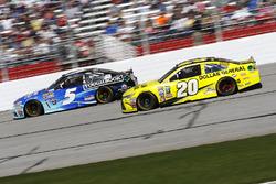 Kasey Kahne, Hendrick Motorsports Chevrolet; Matt Kenseth, Joe Gibbs Racing Toyota