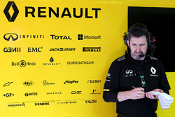 Renault Sport F1 Team mechanic at work