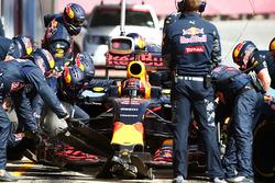 Даниил Квят, Red Bull Racing RB12 тренирует пит-стоп