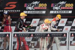 Подіум: переможець - Нік Перкат, Lucas Dumbrell Motorsport Holden, друге місце - Майкл Карузо, Nissan Motorsports, третє місце - Гарт Тандер, Holden Racing Team, святкування з шампанським