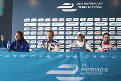 Сімона де СІльвестро, Amlin Andretti Formula E, Сем Бьорд, DS Virgin Racing Formula E Team, Сальвадор Дюран, Team Aguri і Нік Хайдфельд, Mahindra Racing на прес-конференції