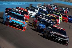 Start of the race, Kyle Busch, Joe Gibbs Racing Toyota and Erik Jones, Joe Gibbs Racing Toyota