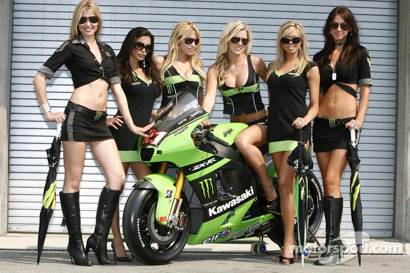 Kawasaki Grid Girls For The 2008 Usgp At Us Gp