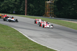 Helio Castroneves leads Ryan Briscoe