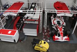 Имущество Super Aguri F1 перед продажей с аукциона