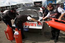 Discount Tire Ford crew members at work