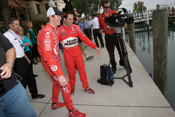 IndyCar Series 2008 contenders photoshoot: Scott Dixon tries to throw Helio Castroneves in the water