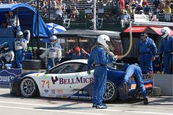 #71 Tafel Racing Ferrari F430 GT: Dirk Muller, Dominik Farnbacher in the pits with starter motor trouble