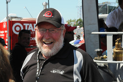 Scott Dixon's father is happy that his son got the pole