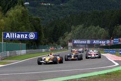 Nelson A. Piquet, Renault F1 Team leads Mark Webber, Red Bull Racing, RB4