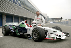 Riccardo Patrese poses with the Honda RA107