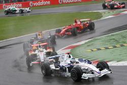 Nick Heidfeld, BMW Sauber F1 Team, F1.08 leads Giancarlo Fisichella, Force India F1 Team, VJM-01