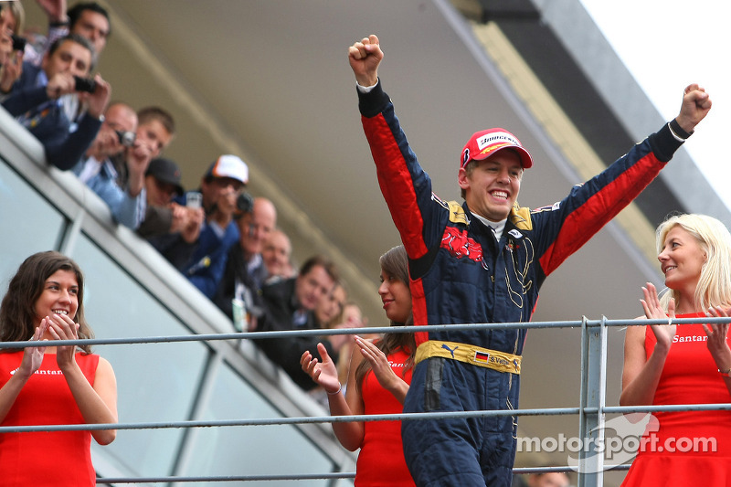 Vettel auf dem Weg zum Podium