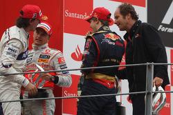 Podium: winnaar Sebastian Vettel, tweede Heikki Kovalainen, derde Robert Kubica